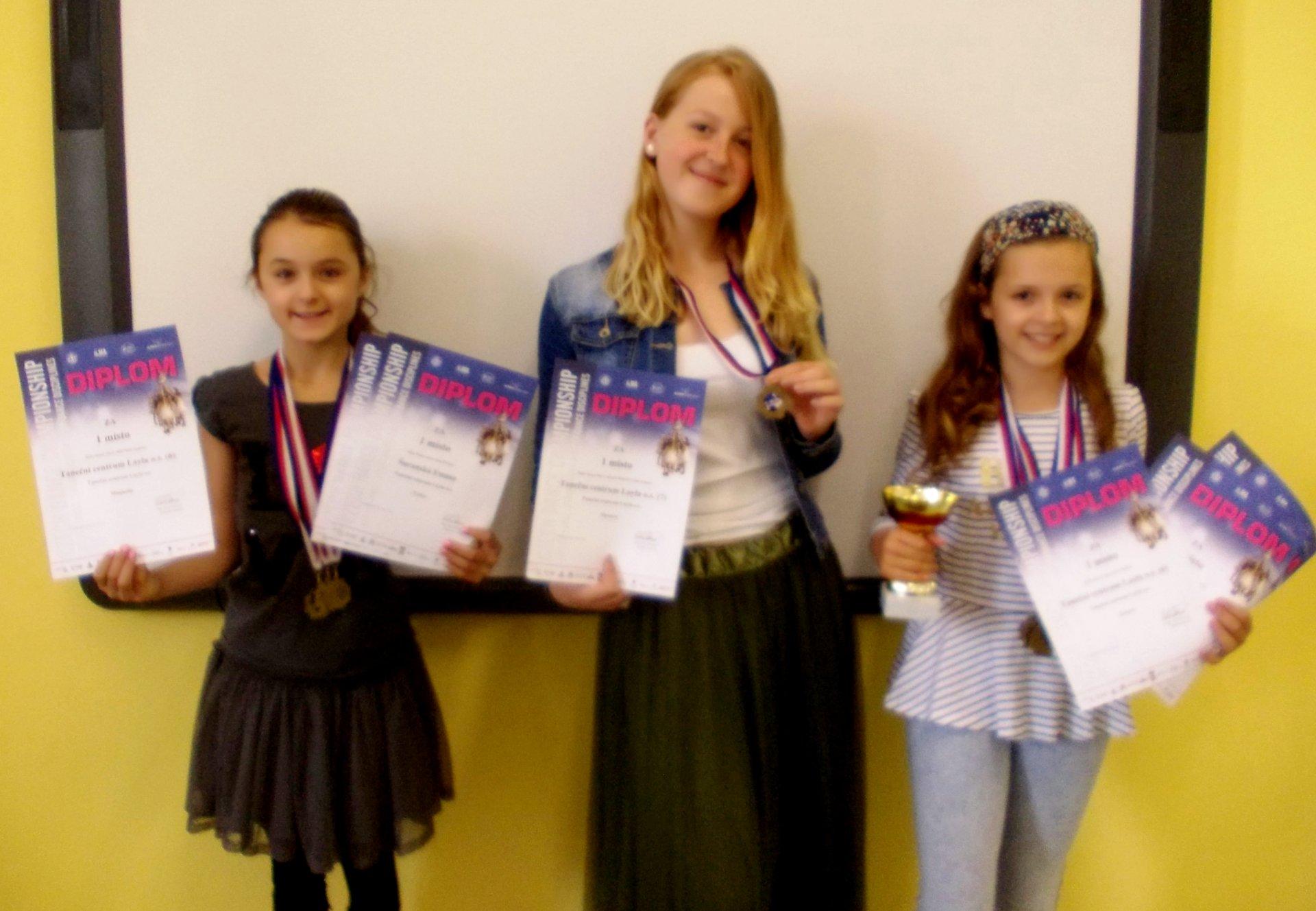 Děvčata dovezla sedm diplomů za 1. místa