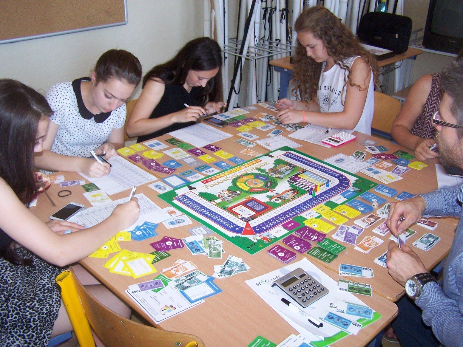 Žáci IX. třídy formou hry získali zkušenosti s financemi
