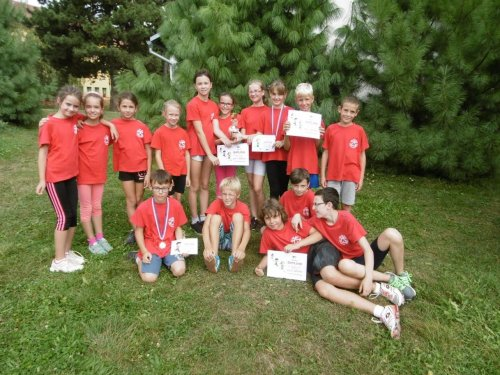 Pohár a sedm zlatých medailí atletů!