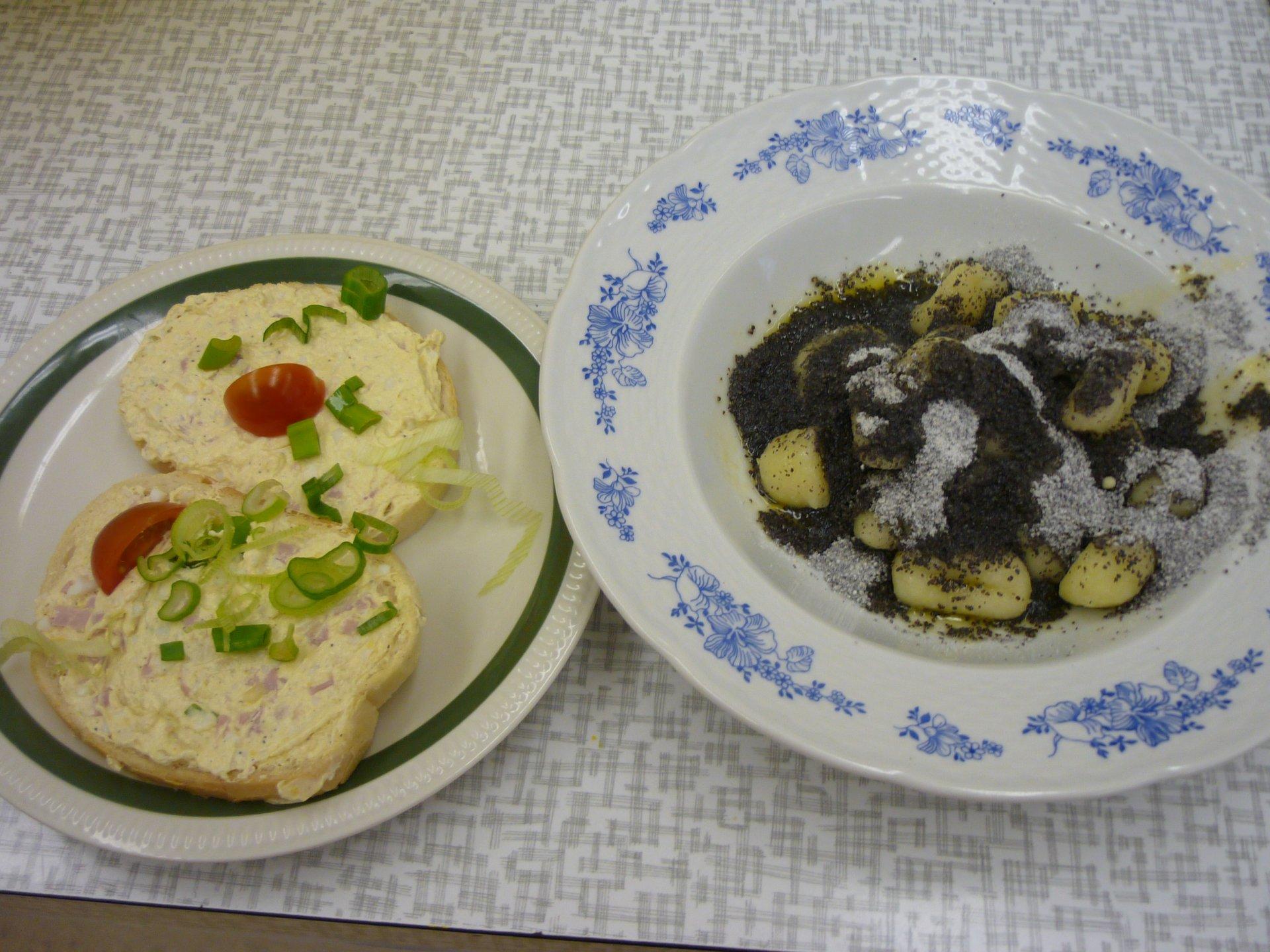 vajíčková pomazánka a bramborové noky s mákem