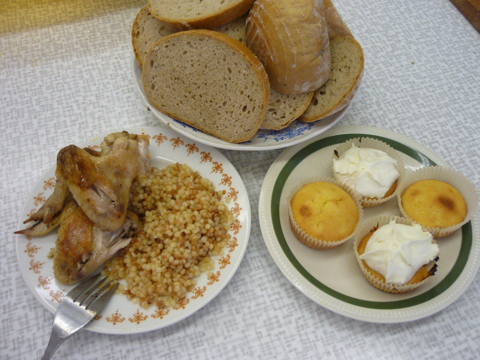 pečená kuřecí křídla a mandarinkové mufiny
